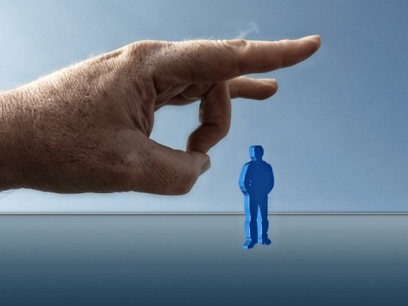 Kiedy pracodawca może zwolnić pracownika z powodu długotrwałej choroby